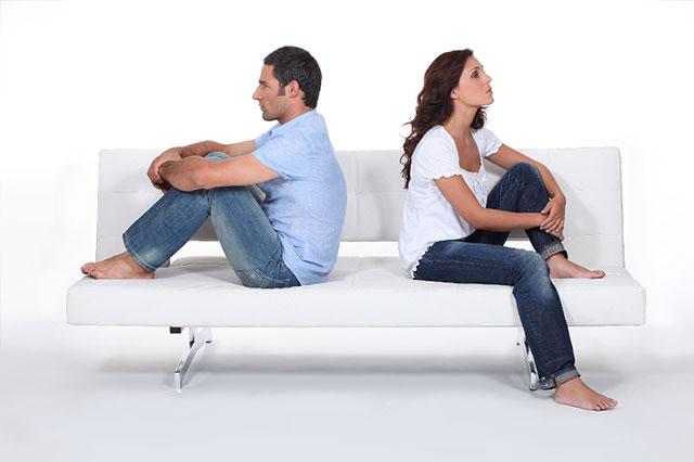 couple fight divorce